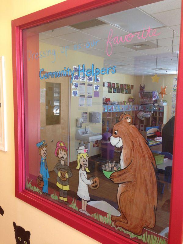 Trang trí cửa sổ lớp học mầm non đẹp - Mẫu 1