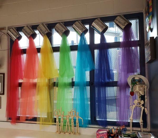 Trang trí cửa sổ lớp học mầm non đẹp - Mẫu 3