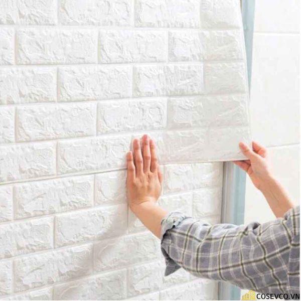 Thi công xốp dán tường phòng ngủ đơn giản