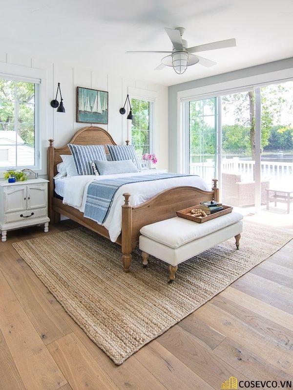 Lựa chọn giường gỗ sồi đỏ không chỉ mang hơi ấm thiên nhiên mộc mạc vào căn phòng - Mẫu 2
