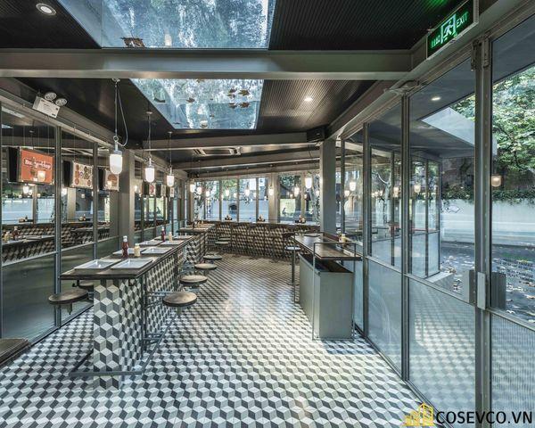 Mẫu thiết kế nội thất nhà hàng khung thép đơn giản - View 2