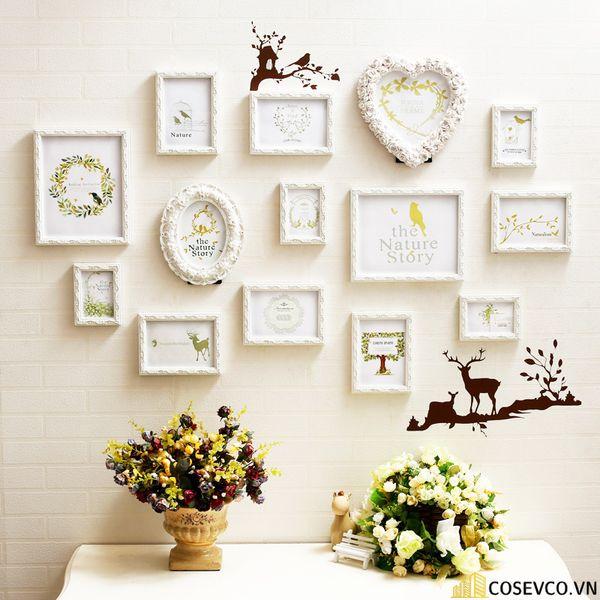 Trang trí không gian phòng cưới với những khung ảnh kỷ niệm - M2