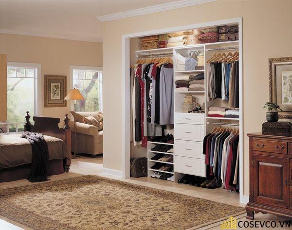 Với phòng ngủ nhỏ gia chủ cũng nên chọn một chiếc tủ quần áo có nhiều ngăn