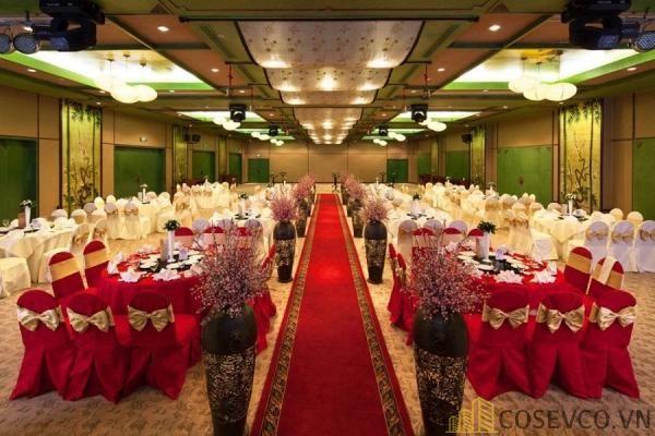 Bàn ghế nhà hàng tiệc cưới - Mẫu 4