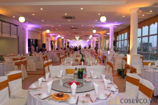 Bàn ghế nhà hàng tiệc cưới - Mẫu 8