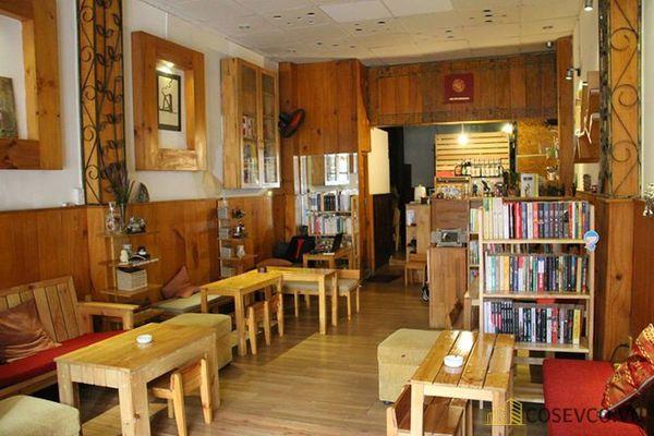 Trang trí quán cafe bằng gỗ pallet