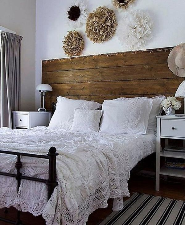 Trang trí phòng ngủ vintage bằng gỗ tái chế